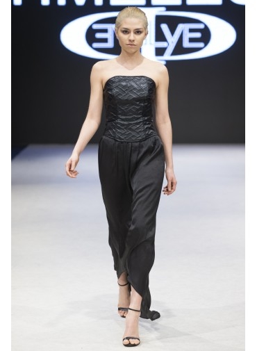Versatile asymmetrical skirt with satin ribbon