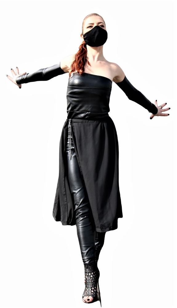 Transformable black skirt
